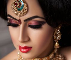 Looking for the perfect bridal look for your Indian cultured wedding? Something that highlights your natural beauty rather than turning you into a template bride is what you need. With a few sequential steps, we are going to tell you exactly how to pull-off this Hindu bridal makeup look perfectly.