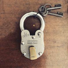 """좋아요 2개, 댓글 1개 - Instagram의 by atCorner(@farandeast)님: """"#securepouch#lock#FARandEAST#구식자물쇠"""""""