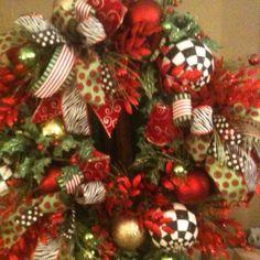 Show Me Decorating Wreath! Love the black & white. www.showmedecorating.com