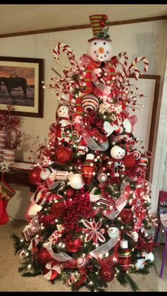 120 Best Christmas Tree Decorating Ideas That You'd Have to Take Inspiration From - Hike n Di. 120 Best Christmas Tree Decorating Ideas That You'd Have to Take Inspiration From - Hike n Dip, Christmas Tree Design, Burlap Christmas Tree, Ribbon On Christmas Tree, Cool Christmas Trees, Whimsical Christmas, Christmas Tree Themes, Christmas Tree Toppers, Christmas Tree Decorations, Christmas Tree Ornaments