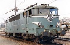 Train France, Medieval, Steam Locomotive, Retro Design, Model Trains, Travel Posters, Transportation, Automobile, Vehicles
