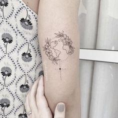 Tattoo created by artist Jessika Campos (Jskacampos) from São Paulo. Feminist symbol with world map inside and flowers around. Globe Tattoos, Map Tattoos, Cute Tattoos, Girl Tattoos, Tattoos For Women, Tatoos, Simbolos Tattoo, Piercing Tattoo, Earth Tattoo