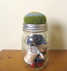 mason jar pin cushion - this would be cute for my sewing desk!