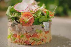 Makreel is een vette vis met veel omega-3 waarmee je heel veel kunt doen in de keuken. Of je hem nu rookt, bakt of rauw eet, hij is altijd lekker.