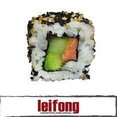 Sushi New York (Salmon, aguacate y pepino)  #leifong  #sushi Tel.2563-7541