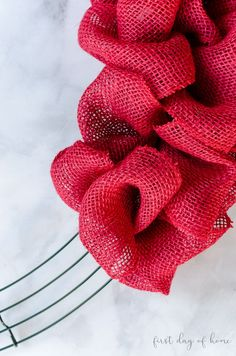 This is a great beginner tutorial for making a burlap wreath for a beautiful farmhouse look. Customize your wreath for Valentine's Day or any other holiday. Burlap Ribbon Wreaths, Burlap Wreath Tutorial, Burlap Flowers, Deco Mesh Wreaths, Orange Burlap Wreath, Wreath Crafts, Diy Wreath, Wreath Making, Wreath Ideas