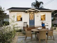 VRBO.com #248884 - Stylish Cottage Retreat by the Sea in Carpinteria Not much more than staying in a motel