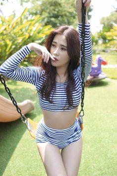 Hot girl Ngọc Thảo diện bikini gợi cảm ngày cuối tuần