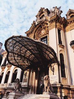 George Enescu, Romania's greatest twentieth-century violinist and composer, once called this Art Nouveau classic on historic Calea Victoriei home. Today, the George Enescu National Museum honors his career