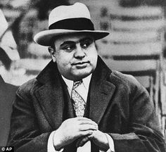 """Al Capone When people around the world think of Chicago, one of the first things that come to mind is the Roaring and gangsters. And the best known Chicago gangster was certainly Alphonse """"Scarface"""" Capone. Al Capone, Roaring Twenties, The Twenties, La Prohibition, 1920s Gangsters, Valentines Day Massacre, Real Gangster, Gangster Style, Ghost Rider"""