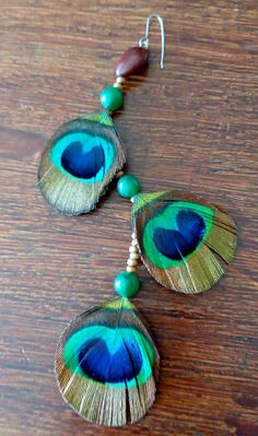 Brinco de penas de pavão, quartzo e coração Art Object, Ceramic Art, Turquoise Bracelet, Ceramics, Bracelets, Beautiful, Jewelry, Fashion, Peacock Feathers