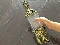 Painted Glass Bottles, Old Glass Bottles, Recycled Wine Bottles, Wine Bottle Art, Glass Bottle Crafts, Antique Bottles, Vintage Perfume Bottles, Antique Glass, Diy Plastic Bottle