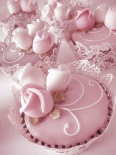 These beautiful cupcakes would be perfect for a bridal shower.