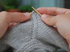 Knitting is an interesting art and most of the people spend their leisure period in knitting socks, sweaters and other things. Therefore, many people are crazy about knitting and they love vogue knitting. Vogue Knitting, Lace Knitting, Knitting Stitches, Knit Crochet, Diy Crafts Knitting, Diy Crafts Crochet, Knitting Basics, Knitting For Beginners, Knitting Designs