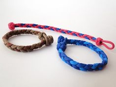 How to make a Basic 3 Strand Flat Braid/ Diamond Knot and Loop Paracord Bracelet - YouTube