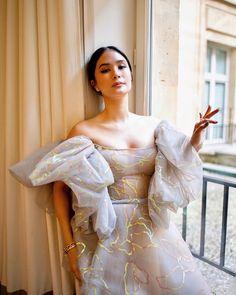 Heart Evangelista sur Instagram : «I could get used to this. ✨💕 📷: @martsromero @georgeshobeika #PFW» Heart Evangelista, Shoulder Dress, Sari, Glamour, Style Inspiration, My Style, Instagram, Dresses, Design