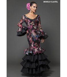 Spanish Fashion, Trumpet Skirt, African Print Fashion, Dark Hair, Fashion Dresses, Runway, Elegant, Skirts, Flamenco Dresses