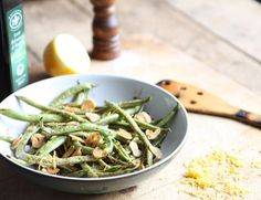 Crispy garlic is a great little trick to have up your sleeve. Why, it can turn the humblest veg into a fancy pants restaurant creation. Green Bean Recipes, Garlic Recipes, Fancy Pants, Green Beans, Restaurant, Vegetables, Food, Diner Restaurant, Essen
