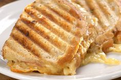 Variace na Reuben sendvič Cream Sauce Recipes, Chapati, Skillet Chicken, Spice Jars, Sauerkraut, Caramelized Onions, Apple Pie, Lasagna, Sandwiches