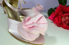 Vaša aj naša obľúbená ružovopúdrová a svadobné topánky na 4,5 cm opatku s otvorenou špičkou a zdobením exkluziv č. 7. Satén. Úpravy podľa želania klientky. svatební obuv, společenksá obuv, spoločenské topánky, topánky pre družičky, svadobné topánky, svadobná obuv, obuv na mieru, topánky podľa vlastného návrhu, pohodlné svatební boty, svatební lodičky, svatební boty se zdobením,topánky pre nevestu