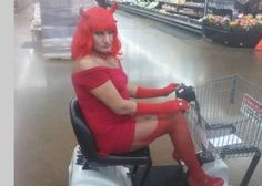 Let& take a look at some of the ridiculous customers of Walmart. Walmart is the mega retail chain literally has everything you need - food, electronics, clothing, jewellery, household items and also entertainment through weird people of Walmart. Meanwhile In Walmart, Funny Walmart People, Funny Walmart Pictures, Funny Photos Of People, Only At Walmart, Walmart Photos, Walmart Walmart, Wierd Pictures, Walmart Stuff