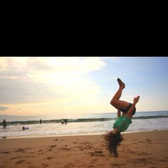 back tucks on the beach♥ I'm gonna have this picture in November;)