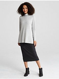 A reversible tunic: microstripes on one side, melanged color on the other. In our luxuriously soft cotton-cashmere blend.