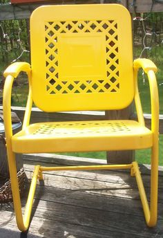 Cute yellow lawn chair vintage