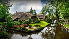 View of Giethoorn village with canals and rustic thatched roof houses, Overijssel, Netherlands, 0e987c46d6f991cd78e74329aefbf868