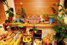 Mesa safári Table Decorations, Furniture, Home Decor, Safari Party, Creativity, Mesas, Decoration Home, Room Decor, Home Furnishings