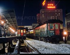 Net Photo: CNSM 183 Chicago North Shore & Milwaukee Railroad Electric at Milwaukee, Wisconsin by Frank S Novak Milwaukee Skyline, Milwaukee Road, Milwaukee Wisconsin, Landscaping Austin, Urban Electric, Railroad Pictures, Rail Transport, Railroad History, S Bahn