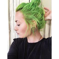 Instagram:   roxyy_holden   Manic Panic, Electric Lizard   #manicpanic #electriclizard #greenhair