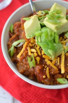Slow Cooker Vegan Black Bean Chili with Butternut Squash. Perfect for cold nights, put it on in the morning and dinner is ready a few hours later! Chili Recipe With Black Beans, Black Bean Chili, No Bean Chili, Vegetarian Chili, Vegetarian Recipes Easy, Vegan Dinners, Healthy Recipes, Squash Chili Recipe, Paleo Butternut Squash