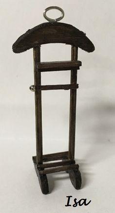 El tutorial de hoy para el calendario es de Isa (Isadelugo)       MATERIALES:   Madera de balsa (la mia es de tres milímetros), un pincho d...
