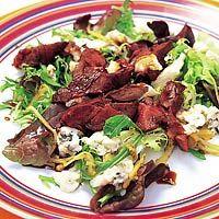 Recept - Eikenbladsalade met kippenlevertjes - Allerhande