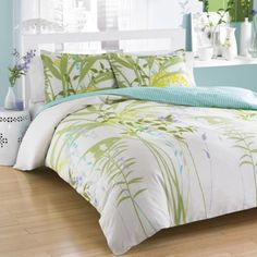 Update your bedding with this lovely mixed floral duvet cover set f...