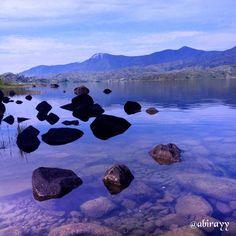 Calm water..✨✨ #clearwater #puretranquility #lakeporn #natureshot #naturelife #naturestone #stoneporn #calmwater #natureporn #nature #freshwater #waterporn #mountainporn #danaukembar #danauateh #danauatas #alahanpanjang #solok #instasumbar #instasunda #infosumbar #detailsumatera #sumatera #indonesiajuara #indonesiaparadise #indonesia