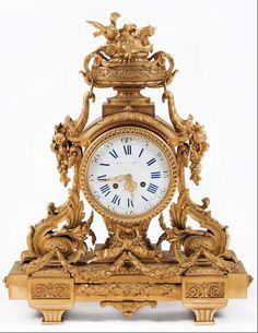 Importante Reloj de sobremesa francés estilo Luís XVI en bronce dorado al mercurio. Trabajo franc�