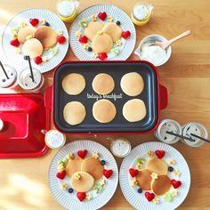 """Apr.5  today's breakfast  甥っ子が泊まりに来た日の朝はいつも リクエストされるパンケーキ チョコソースでお顔を描いてあげると喜ぶので かわいい(U) 今日はマルチプレートを使わずに ちいさいのをたくさん焼いてみました 大好きなとと一緒にいっぱい食べてくれて よかったŧ""""ŧ""""ŧ""""ŧ""""(ㅂ)ŧ""""ŧ""""ŧ""""ŧ"""" あとはカボチャのポタージュとドロリッチ風で わいわい朝ごはん  今日はひさしぶりのお天気 春休み最後の日のんびり過ごせるといいな 午後からパン焼けるかな  #おうち#おうち時間#おうちじかん#おうちごはん#あさごはん#朝ごはん#朝食#breakfast#パンケーキ#pancakes#カボチャのポタージュ#ドロリッチ風#おうちカフェ#おうちcafe#スタジオエム#スタジオm#BRUNO#ブルーノ#ブルーノホットプレート#メイソンジャー#masonjar#KURASHIRU#lin_stagrammer#delistagrammer#foodpic#日々 by kyocotoricolore"""