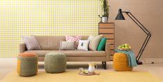 Das INDIANA Sofa ist neu bei uns. Die gestrickten Hocker geben den individuellen Touch. Etwas im Hintergrund, aber deswegen nicht weniger cool: Die DON Kommode. Super originelles und hochwertiges Produkt!