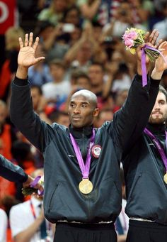 Some great photos courtesy of the NBA & LeBron James Kobe Bryant 8, Kobe Bryant Family, Bryant Lakers, Team Usa Basketball, Basketball Pictures, Basketball Legends, Nba, Kobe Mamba, Kobe Bryant Pictures