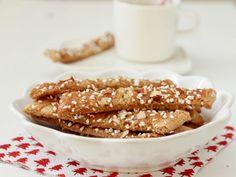 Brune pinner - Kolakaker Norwegian Food, Xmas Food, Chocolate Chip Cookies, Christmas Cookies, Biscuits, Cereal, Almond, Goodies, Food And Drink