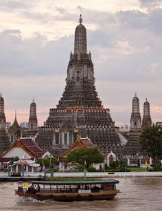 Wat Arun, the Temple of Dawn in Bangkok, Thailand (by Ralph Combs).
