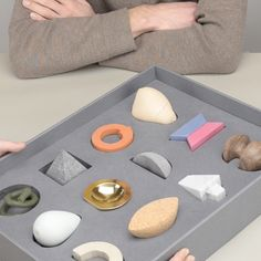like how each piece is individual and you can pick up each piece Design Academy Eindhoven graduate Nicolette Bodewes has created a tactile toolkit designed to be used in psychotherapy sessions. Eindhoven, Dezeen, Art Object, Packaging Design, Product Packaging, Branding Design, Industrial Design, Sculptures, Therapy