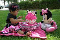 minnie mouse smash cake ready