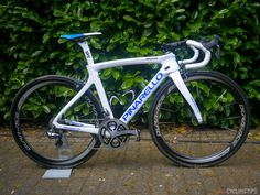 Chris Froome and Peter Kennaugh's Pinarello Dogma F8   CyclingTips