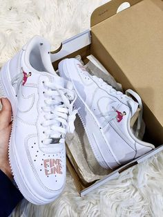 Harry Styles Shoes, Harry Styles Clothes, Harry Styles Merch, Nike Shoes Air Force, Nike Air Force Ones, Custom Painted Shoes, Custom Shoes, One Direction, Sneakers Fashion