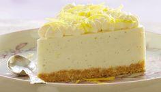 Der er nu ikke noget som smagen af sommer! Og det får du bestemt i denne skønne cheesecake med koldskål.