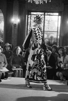Chloé Attitudes Sfilata Primavera/estate 1972, ristorante Laurent, Parigi. Foto di Jean-Luc Huré