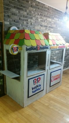 Mcdonalds Kids, Cream Furniture, Cardboard Playhouse, School Images, Play Houses, Diy For Kids, Summer Fun, Ideas Para, Toy Chest